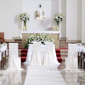 Dekoracja kościoła w Luboniu – biała elegancja