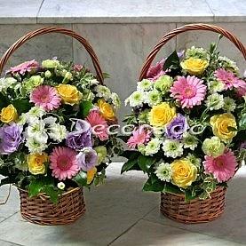 Kosze kwiatów dla rodziców w intensywnych kolorach