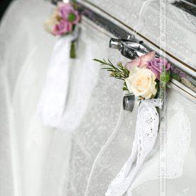 Dekoracja przy klamkach – biel i fiolet