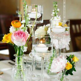 Kwiaty, szkło, świece – prosto, elegancko, romantycznie – Restauracja Culinaria