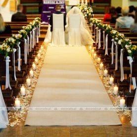 Wiosenne kwiaty w blasku świec – wystrój kościoła w Suchym Lesie