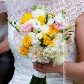 Wiązanka ślubna z intensywnym akcentem koloru
