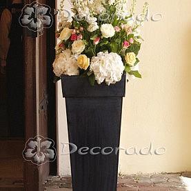 Donica z kwiatami – dekoracja Kościoła w Złotowie