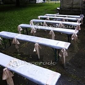 Dekoracja ławek przed Kapliczką w Wąsowie