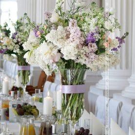 Wiosenne, naturalne bukiety z bzem – oryginalna dekoracja ślubna w Zamku w Rydzynie