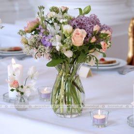 Bukiety z bzem – wiosenna dekoracja ślubna w Pałacu w Rydzynie