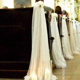 Dekoracja ślubna kościoła z piwonią – Kościół w Rydzynie