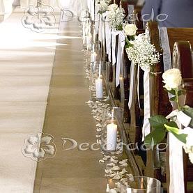Dekoracja Klasztoru w Biechowie – kwiaty w blasku świec