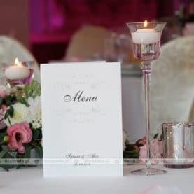 Elegancka papeteria ślubna – dekoracja stołów w Sali Parkowej w Wąsowie