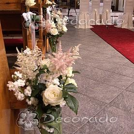 Naturalne bukiety kwiatów w Kościele MBM w Swarzędzu