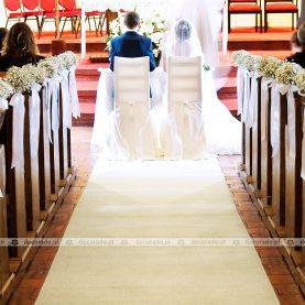 Delikatna gipsówka na ławkach – Kościół Morasko