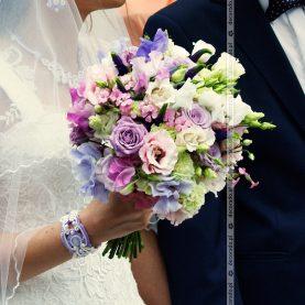 Bukiet ślubny w odcieniach fioletu