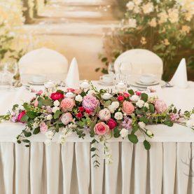 Dekoracja ślubna w odcieniach różu – Pałac na Opieszynie