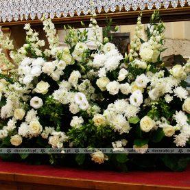 Kwiaty na ołtarzu – Bazylika w Trzemesznie