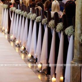 Romantyczne lampiony, zwiewne tkaniny, delikatna gipsówka – dekoracja kościoła w Barlinku
