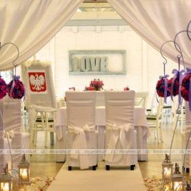 Romantyczna dekoracja ślubu cywilnego