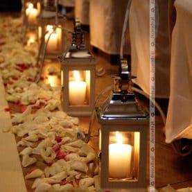 Kwiaty i świece – dekoracja ślubu cywilnego