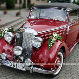 Dekoracja samochodu – kwiaty na nadkolach