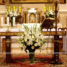 Kwiatowa dekoracja ołtarza