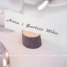 Winietki na pieńkach drewna – dodatki w stylu vintage