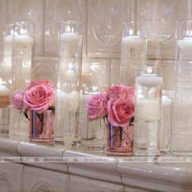 Delikatna dekoracja kominka w sali balowej Pałacu w Biedrusku