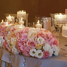 Kwiaty na stole prezydialnym – Pałac Biedrusko