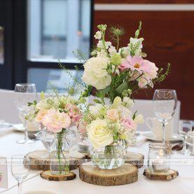 Delikatne kwiaty w pastelowych odcieniach w dekoracji vintage – Hotel Barczyzna