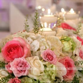 Róż, zieleń, biel – delikatna kolorystyka kwiatów w Pałacu na Opieszynie