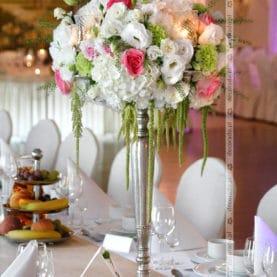 Kwiaty na kandelabrach – Pałac na Opieszynie