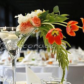 Kolorowe tulipany w dekoracji ślubnej – Hotel Barczyzna