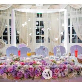 Dekoracja stołu prezydialnego w Pałacu Jaśminowym