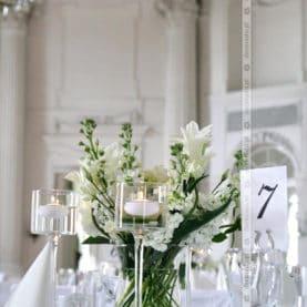 Delikatna dekoracja – biel i granat