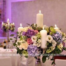 Kompozycje kwiatowe na kandelabrach Hotel Remes