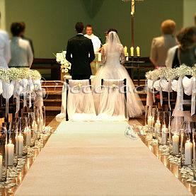 Dekoracja ślubna kościoła w bieli – kościół w Suchym Lesie