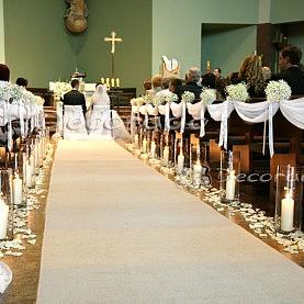 Ślub w blasku świec – wystrój kościoła w Suchym Lesie