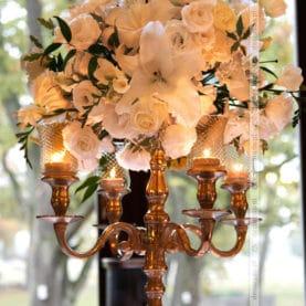 Eleganckie kwiaty w świetle świec – Pałac Wąsowo