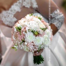 Delikatna wiązanka ślubna
