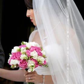 Wiązanka ślubna w zdecydowanym odiceniu różu