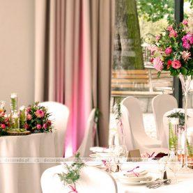 Naturalny wystrój sali – zieleń i odcienie amarantu – Hotel Navigator