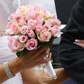 Klasyczny biedermeier w pudrowym różu