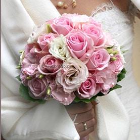 Klasyczny bukiet ślubny w delikatnych kolorach