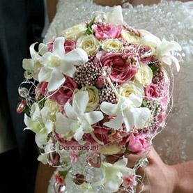Biel storczyków na różowym tle