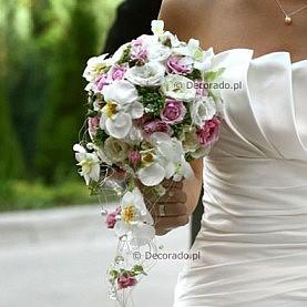 Delikatny bukiet ślubny – biel, róż, zieleń