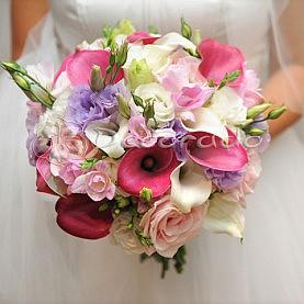 Wiązanka ślubna w pięknych kolorach różu i fioletu