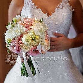 Wiązanka ślubna róż, łosoś, biel