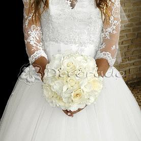 Delikatna wiązanka ślubna w bieli
