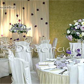 Kwiaty, szkło i światło reflektorów – Lake Hotel