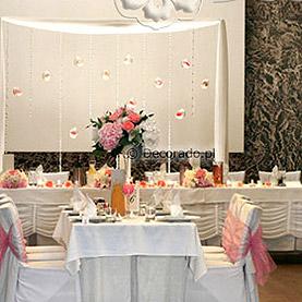 Ślubny wystrój sali w kolorze różowo-białym – Villa Natura w Dolsku