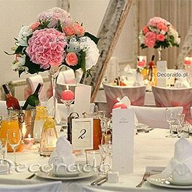 Elegancka różowa dekoracja w Villa Natura