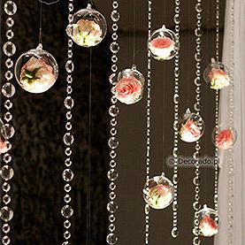 Kwiaty, szkło, kryształy w świetle reflektorów – Villa Natura
